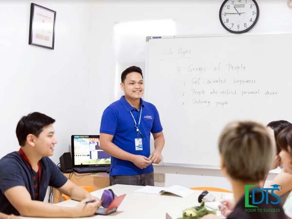 Tất cả giáo viên tại C2 Ubec đều có ít nhất trên 03 năm kinh nghiệm và có điểm TOEIC 900 trở lên.