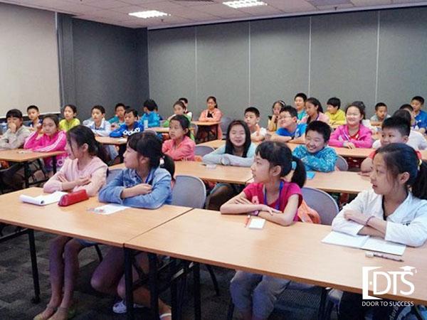 Các học viên sẽ được tham gia học tiếng anh tất cả các buổi sáng từ thứ 2 - thứ 6